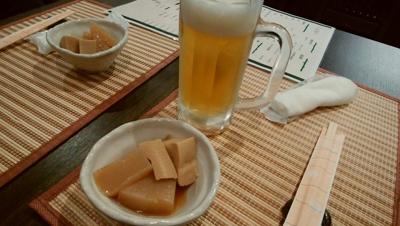 ビールとつきだしの高野豆腐の煮物